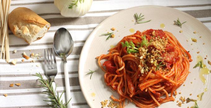 Pasta mit Fenchel und Salami und Rosmarin