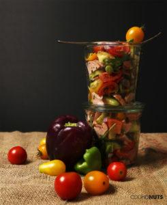 Sommerlicher Wurstsalat mit buntem Gemüse
