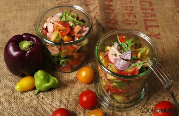 SommerlichSommerlicher Wurstsalat mit buntem Gemüse Wurstsalat mit buntem Gemüse
