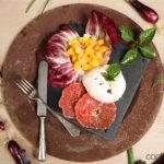 Mozzarella mit Radicchio, Mango und Grapefruit