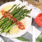 Spargel mit Tomaten-Minz Vinaigrette