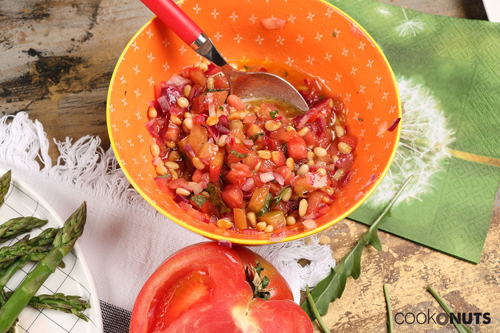 Spargel mit Tomaten Minz-Vinaigrette