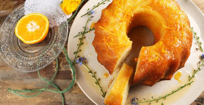 Zitronen Guglhupf mit Marillenmarmelade