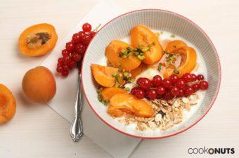 Marillen Frühstücksbowl mit Pistazien